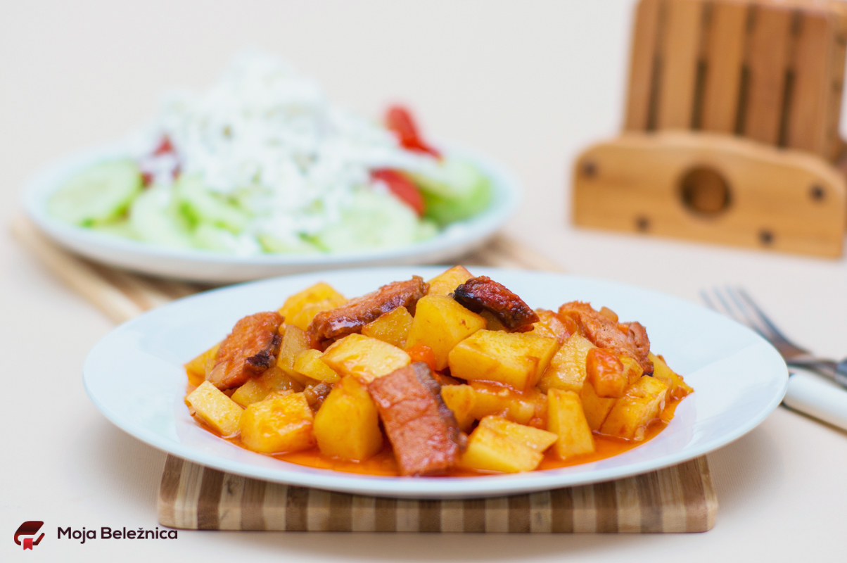 Krompir u paradajz sosu