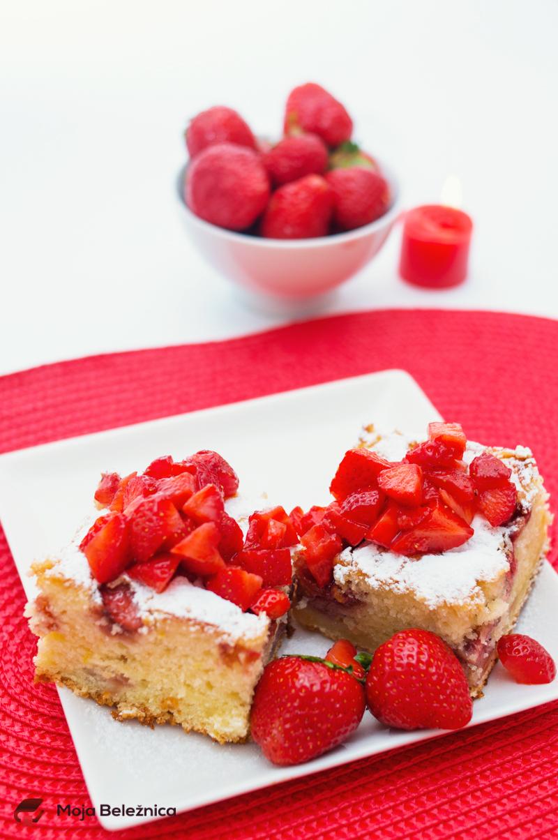 Brzi kolač sa jagodama